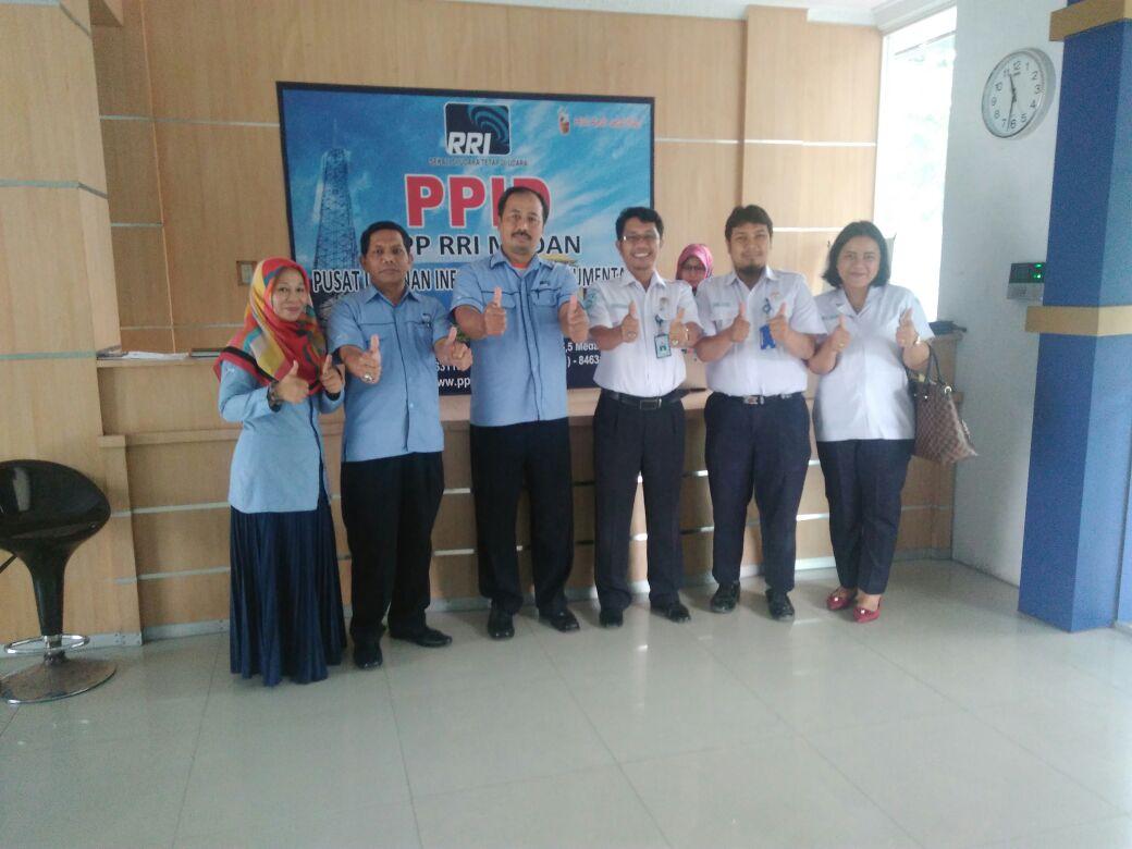 Foto bersama dengan tim RRI Medan